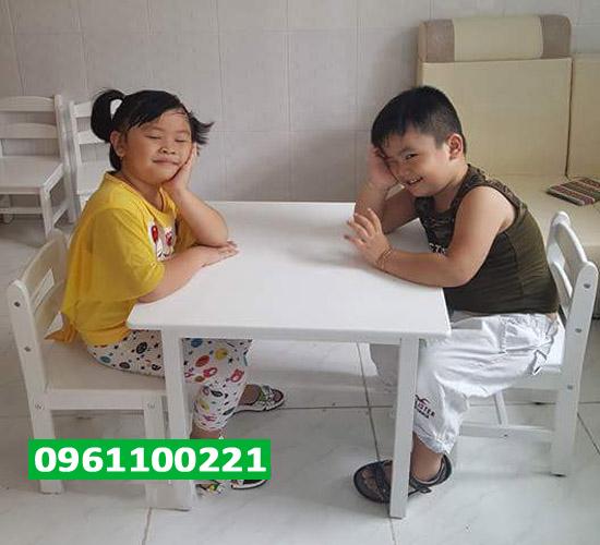 Bộ bàn ghế trẻ em màu trắng